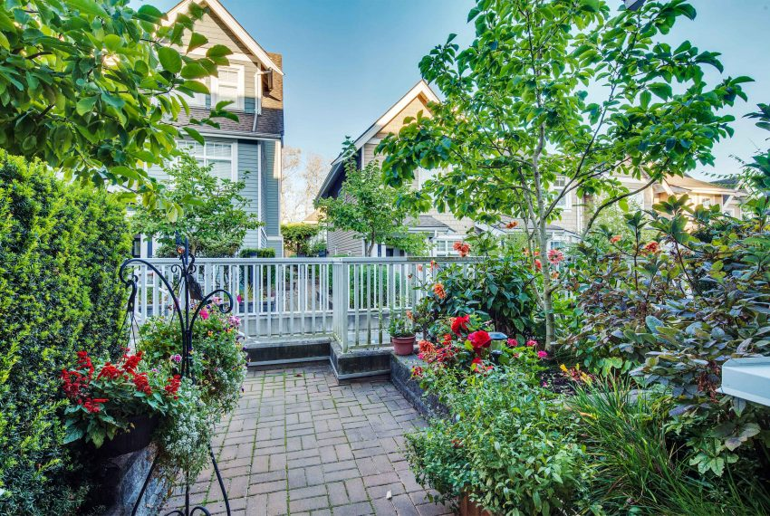 townhouse-for-sale-359-W-59th-Ave-back-yard