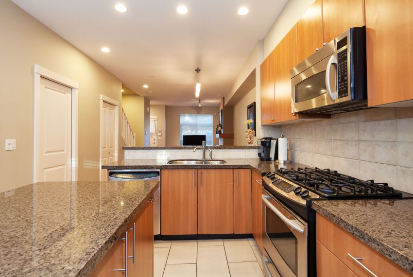 townhouse-for-sale-359-W-59th-Ave-kitchen-counters