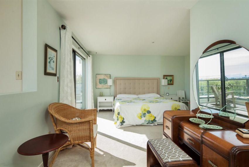 2188-se-marine-drive-18-vancouver-bed