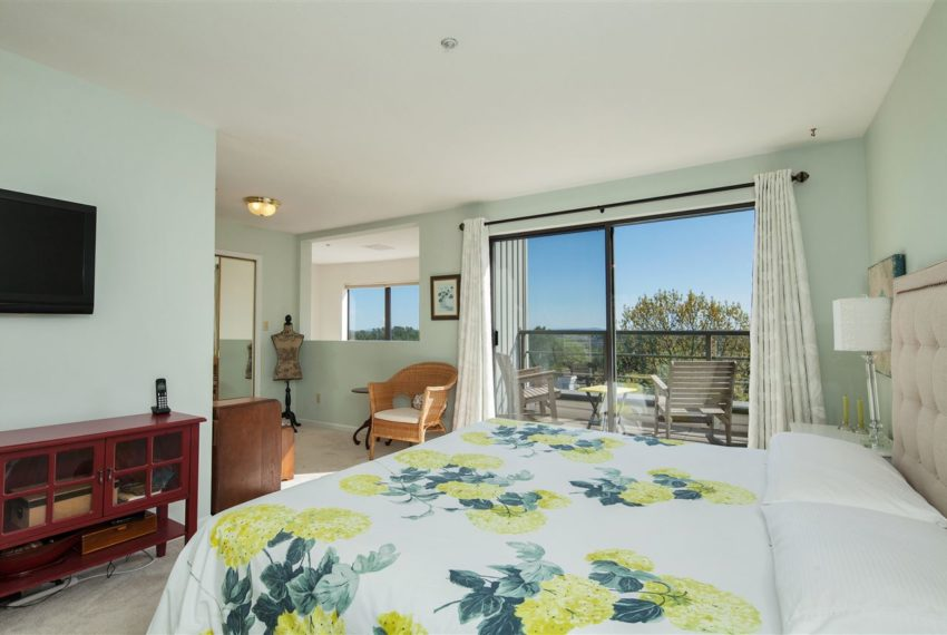 2188-se-marine-drive-18-vancouver-bed2