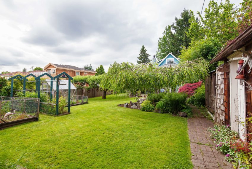 1444 E 30th St Vancouver Lawn and Yard