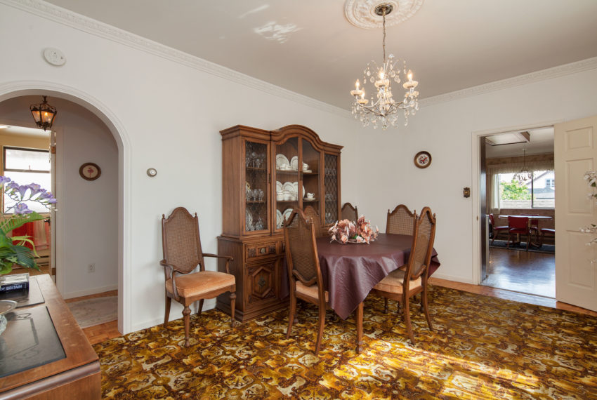 220 E 53rd Ave Dining Area