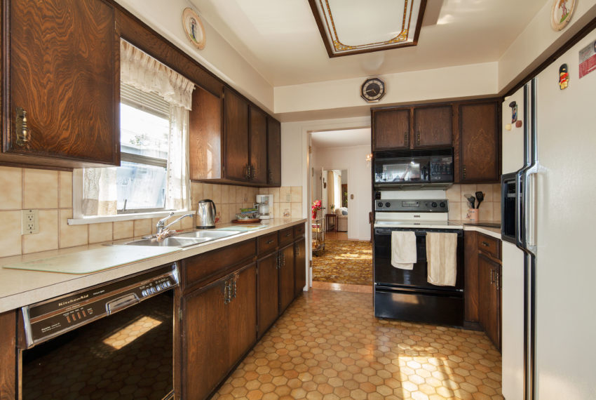 220 E 53rd Ave Kitchen