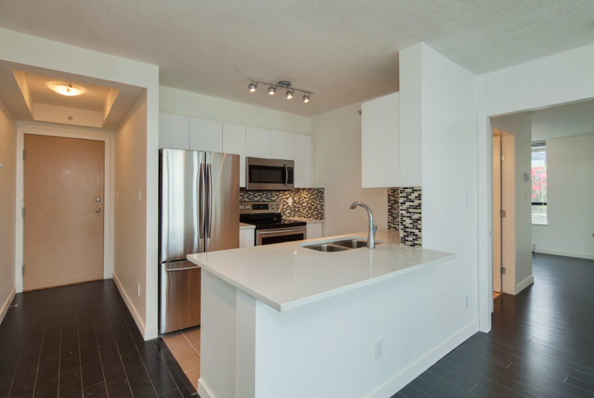 601 - 3438 Vanness Ave-5