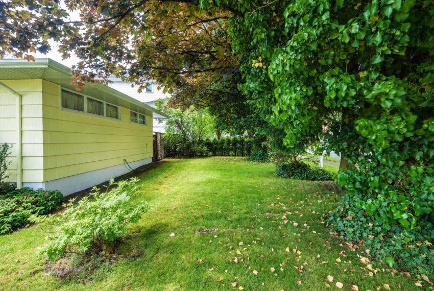 7307 Ashburn St Vancouver Side Yard