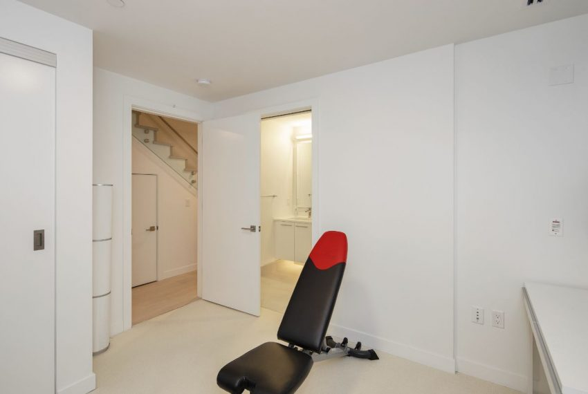 1103 W 7th Ave-25