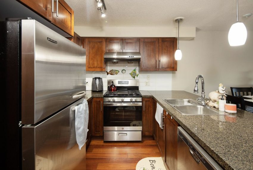652 W 6th Ave-11