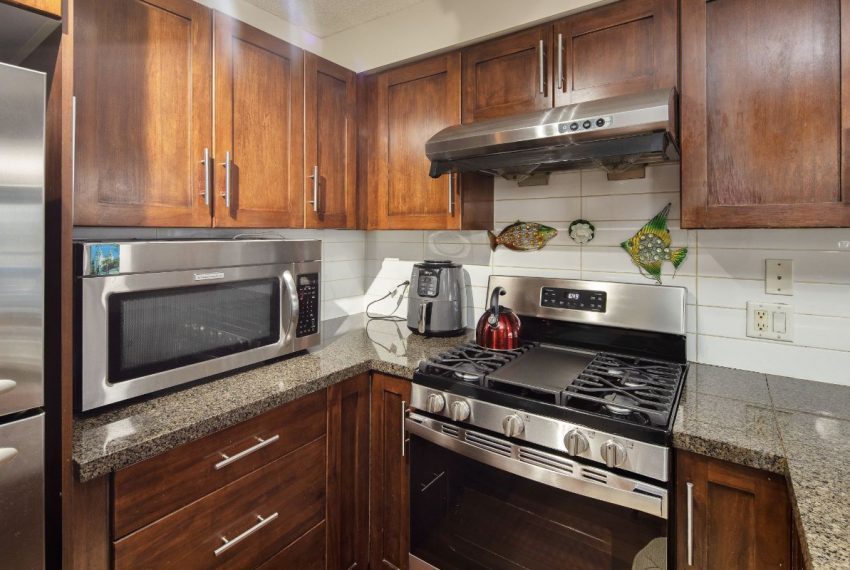 652 W 6th Ave-12